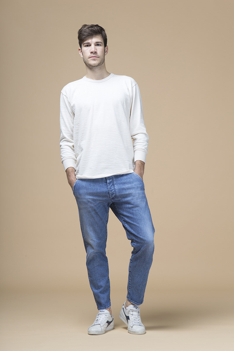Elvis, jeans slouchy, front